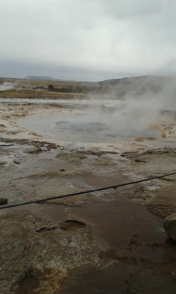 Un  izvor hidrotermal cu aspect de crater selenar