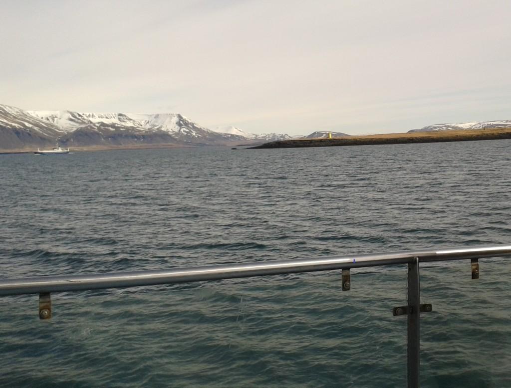 Munții vulcanici (Esja) din Golful Faxafloi și Insula Viðey