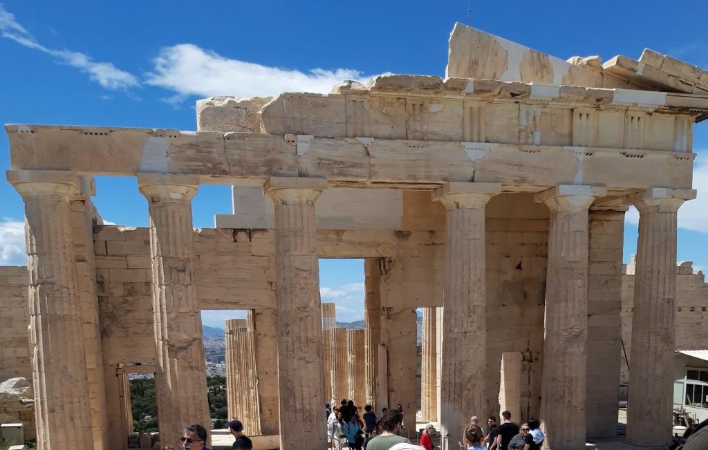 Propileele: intrarea în Acropola Atenei