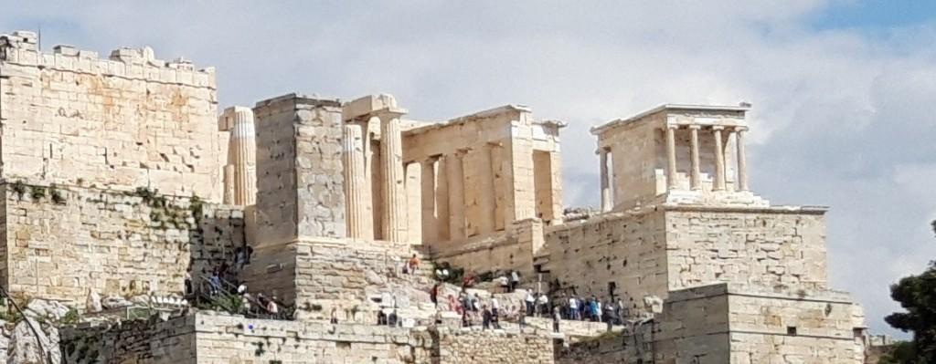 Monumentul lui Agrippa/Eumenes II, Propileele și Templul Atenei Nike